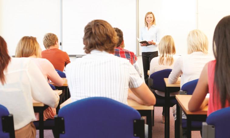 מורה בכיתה (צילום: אינג אימג')