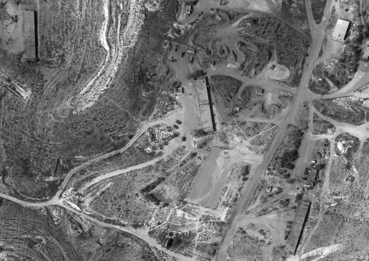 טנקים סורים כפי שצולמו על ידי לוויין אופק 1