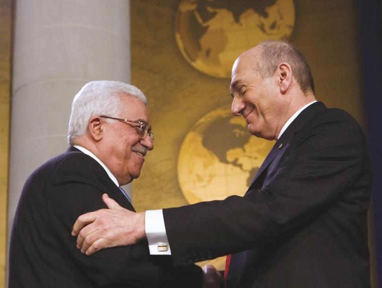 אולמרט ואבו מאזן. צילום: AFP