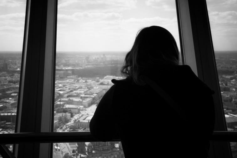 נפגעת תקיפה מינית, אילוסטרציה (צילום: מאור וינטרוב)