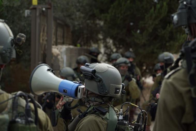 """כוחות צה""""ל בכפר שוויכה. צילום: דובר צה""""ל"""