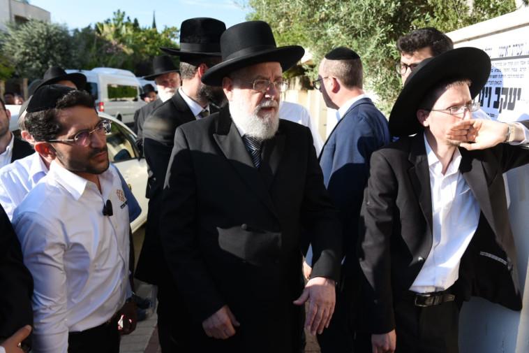 הרב מאיר לאו בלוויית וינרוט, צילום: קובי ריכטר, TPS