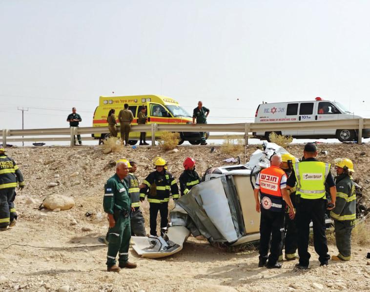 """זירת התאונה ליד ים המלח, שבה נהרגה משפחת אביטן. צילום: דוברות מד""""א"""