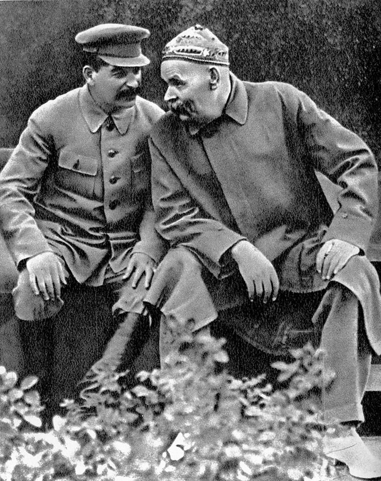 מקסים גורקי עם יוסף סטאלין שנת 1931. ויקיפדיה