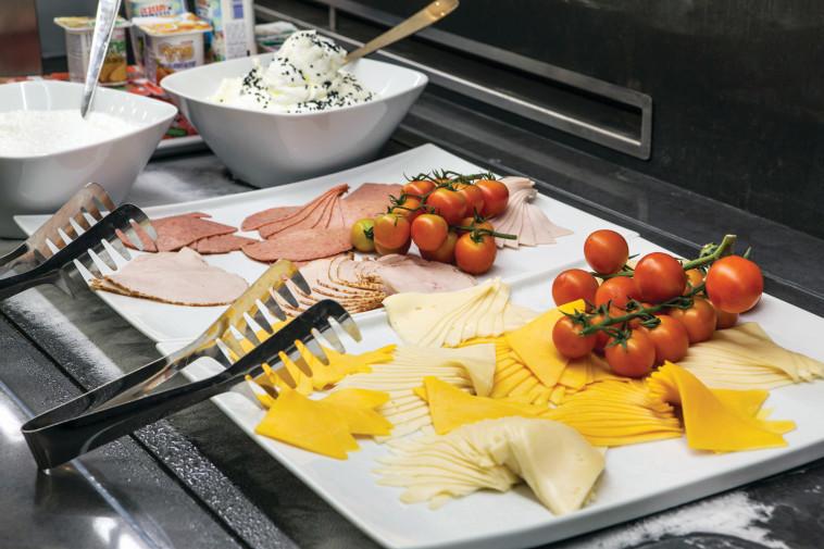 """מבחר נדיב. ארוחת הבוקר ב""""לגאסי"""". צילום: אסף רונן"""