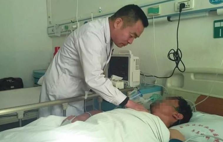 חי שנה עם הכף בגרון שלו. ג'אנג בבית החולים, צילום מסך