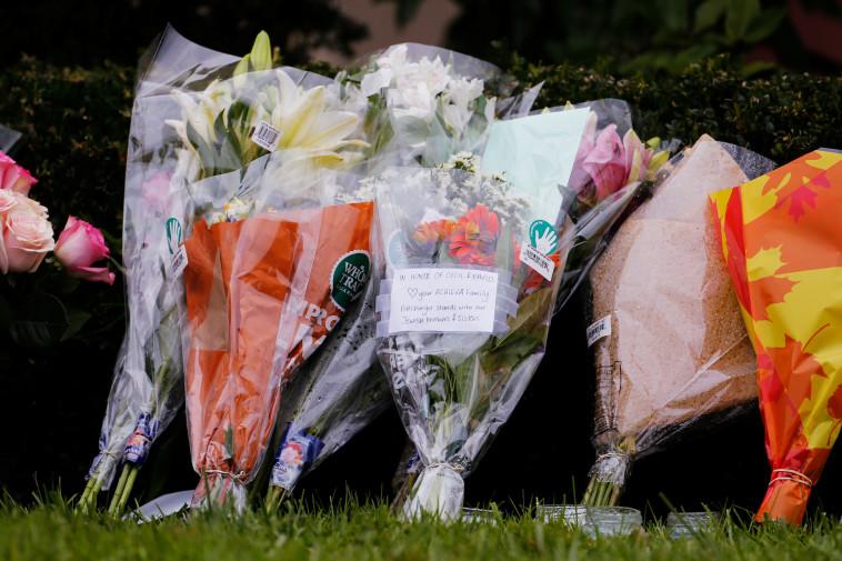 זרים לזכר קורבנות הטבח בפיטסבורג. צילום: רויטרס