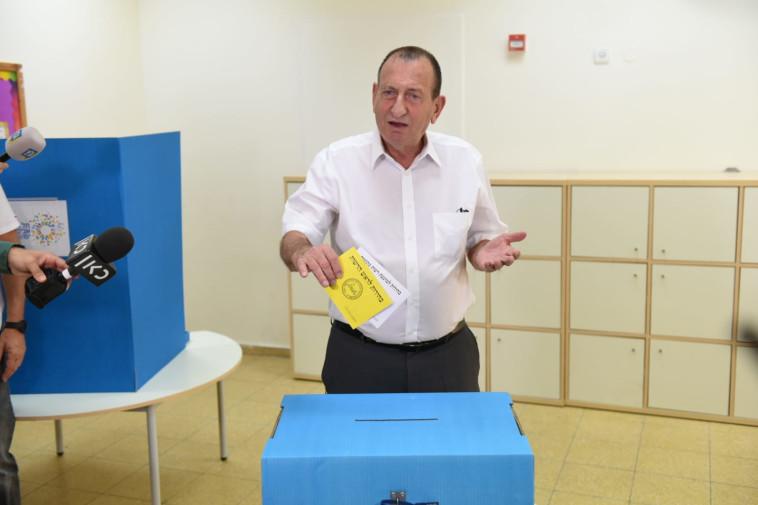 חולדאי מצביע בבחירות בתל אביב, צילום: קובי ריכטר/TPS