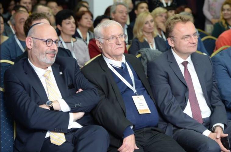 יואל ליון, חיים צ׳סלר ואנדרי סדובי באירוע באוקראינה. צילום: בוריס בוכמן