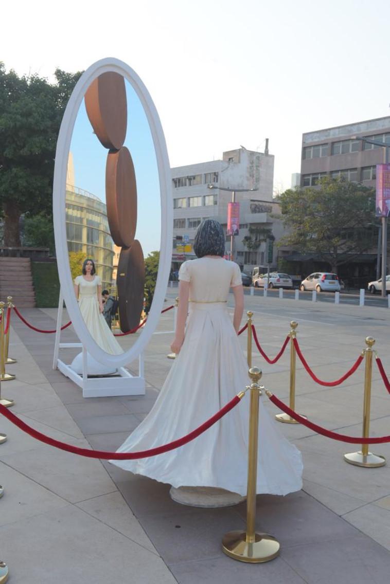 פסלה של מירי רגב בכיכר הבימה. צילום: אבשלום ששוני