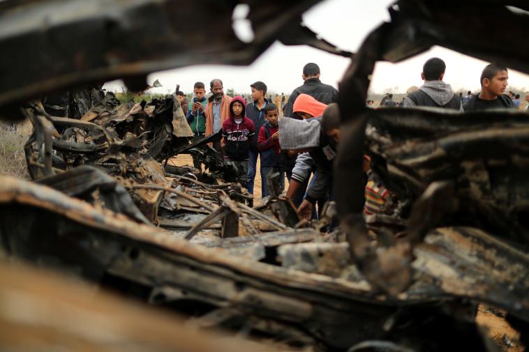 """הפצצת צה""""ל לאחר הפעולה בחאן יונס. צילום: רויטרס"""