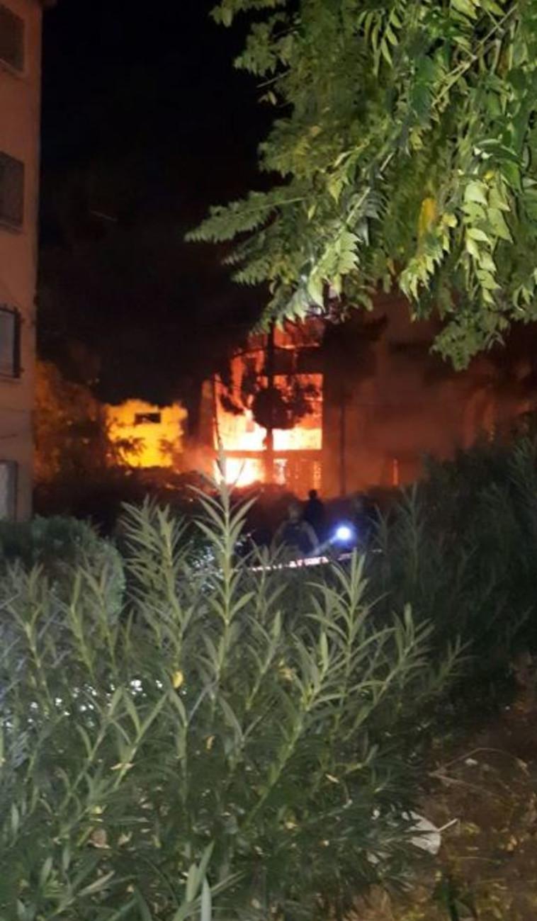 הבניין שנפגע מרקטה באשקלון. צילום: דוברות כבאות והצלה
