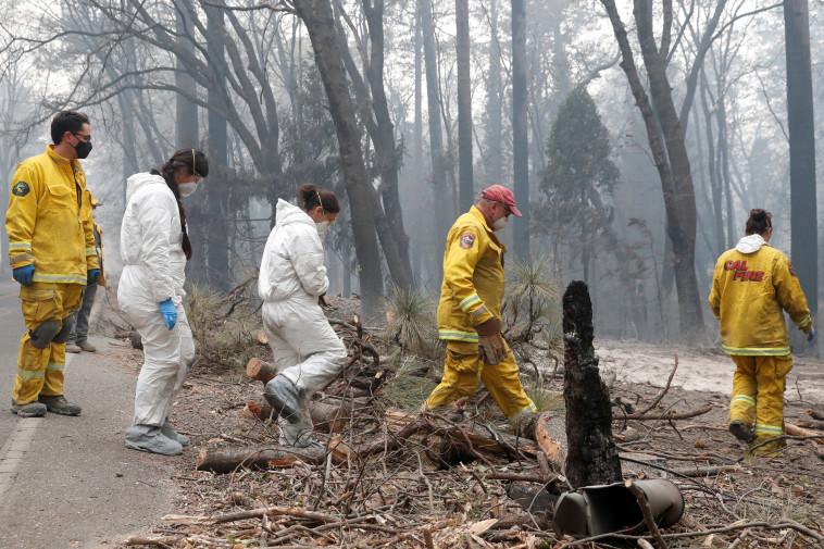 כבאים ומתנדבים בעיירה פרדייז בקליפורניה. צילום: רויטרס