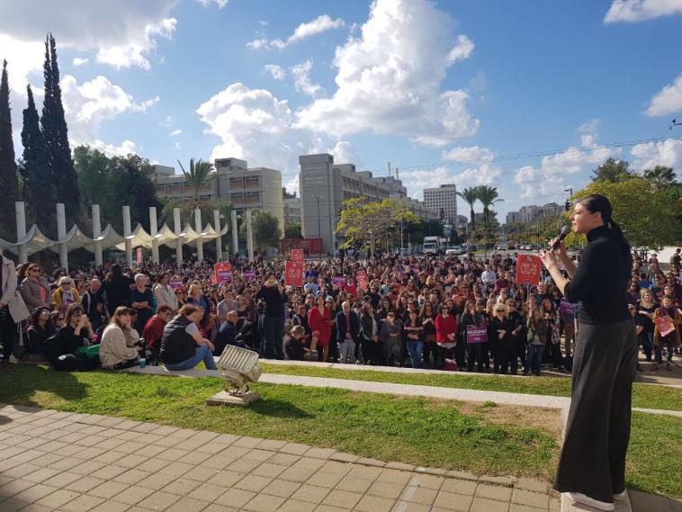 """ח""""כ מרב מיכאלי נואמת במהלך עצרת באוניברסיטת תל אביב"""