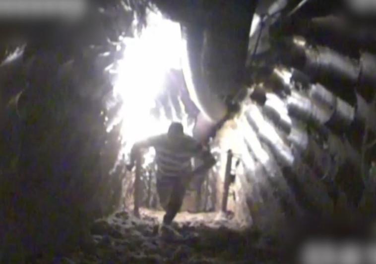 מחבל חיזבאללה במנהרת טרור בצפון. צילום מסך