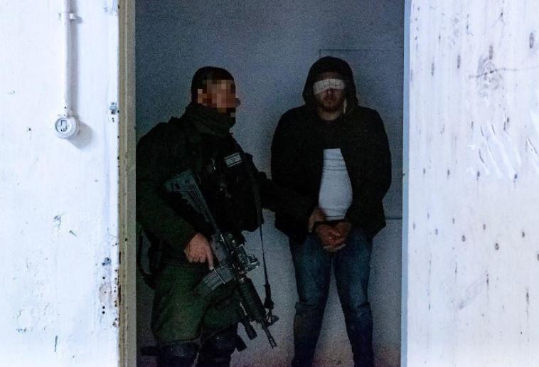 """מעצר החשודים. צילום: דובר צה""""ל"""