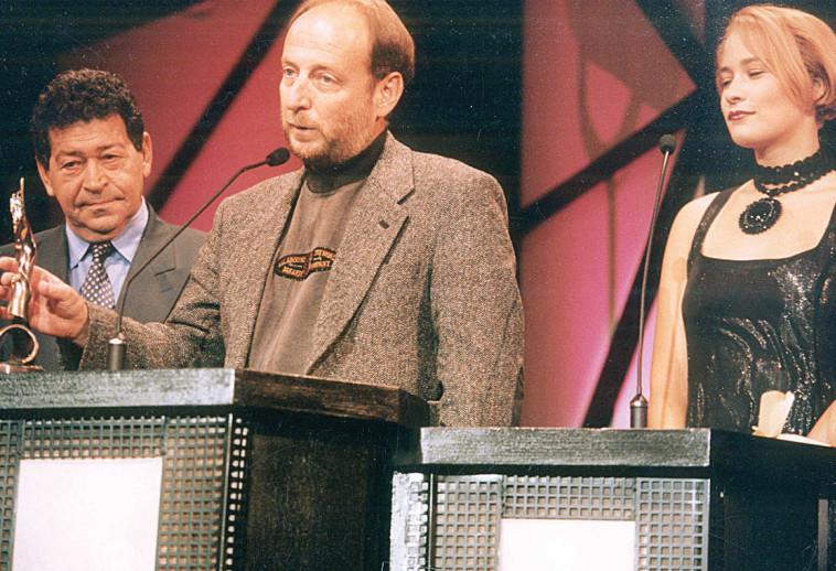 שנת 1994 אורי ברבש מקבל פרס צילום יהונתן שאול