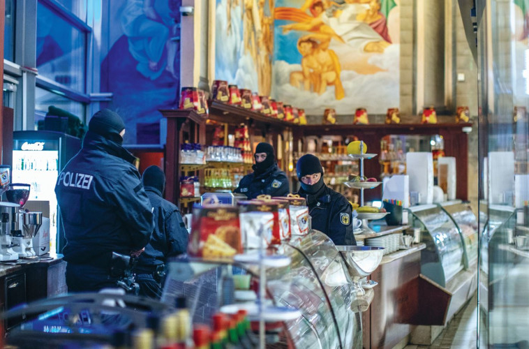 פשיטה על גלידרייה בעיר הגרמנית דיסבורג. צילום:AFP