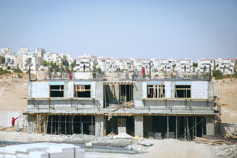 פרויקט בנייה במעלה אדומים. צילום: פלאש 90