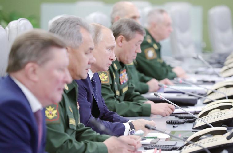 ולדימיר פוטין במהלך ניסוי טילים. צילום: רויטרס