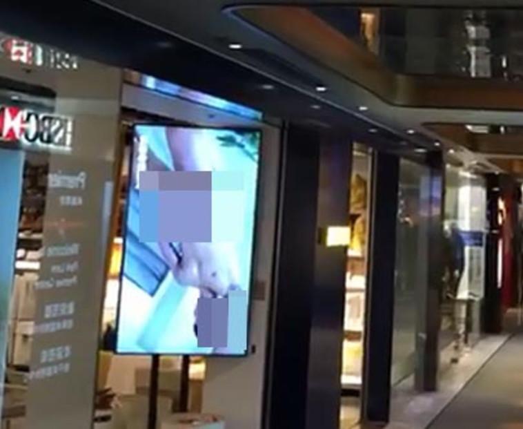 סרטון הפורנו שהוצג בכניסה לאיקאה. צילום: יוטיוב