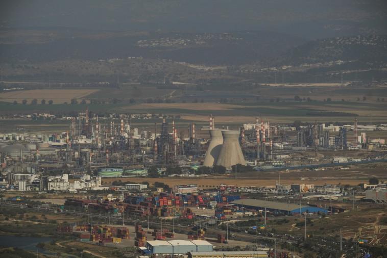 מפעלים במפרץ חיפה (צילום: יניב נדב, פלאש 90)