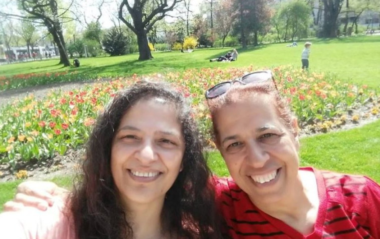 פרחיה סרוסי ולילי פרג. צילום: פייסבוק
