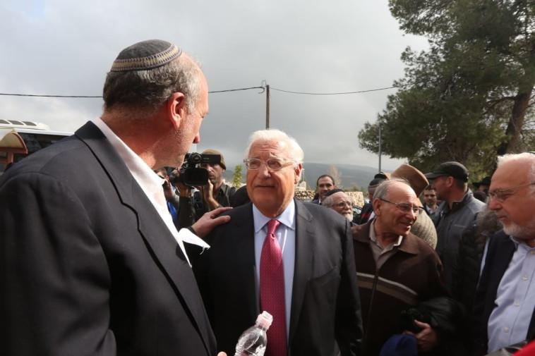 """שגריר ארה""""ב בישראל, דיוויד פרידמן בהלוויית הרב יחיאל אקשטיין. צילום: מרק ישראל סלם"""