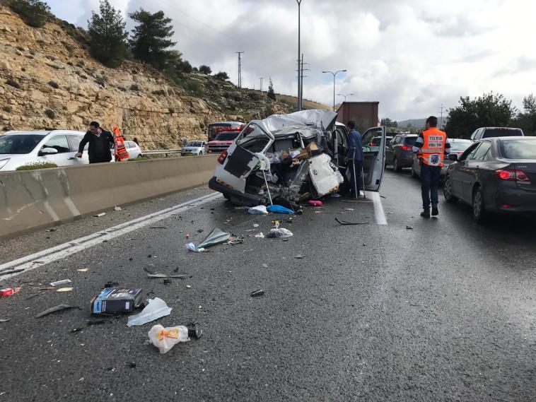 תאונת דרכים בכביש 443. צילום: דוברות המשטרה