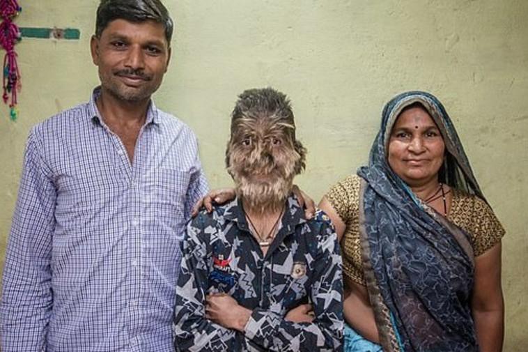 פטידאר עם הוריו. צילום מסך: יוטיוב