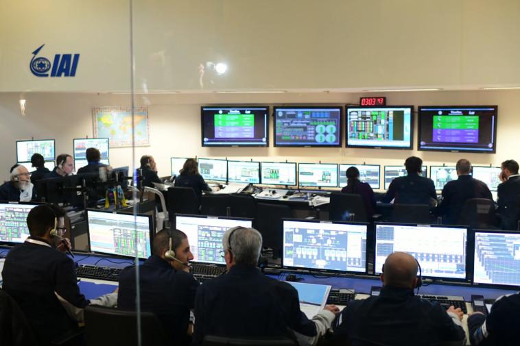 ההתרגשות במשרדי התעשייה האווירית. צילום: TPS
