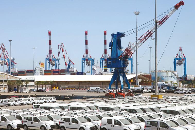 מכוניות חדשות בנמל (צילום: יצחק הררי, פלאש 90)