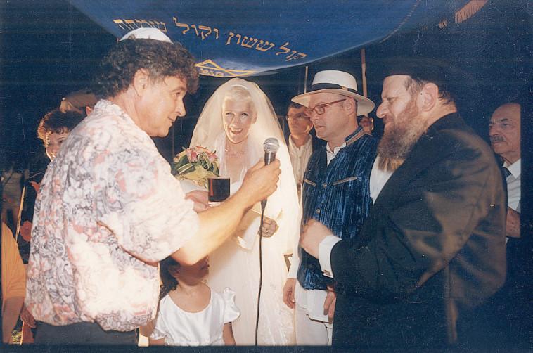 מיכל ודורי בן זאב עם מאיר אריאל. יהונתן שאול