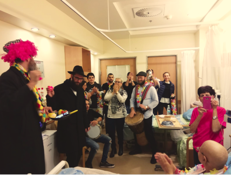 פעילות של עמותת רוח ונשמה בבית החולים. צילום: עמותת רוח ונשמה