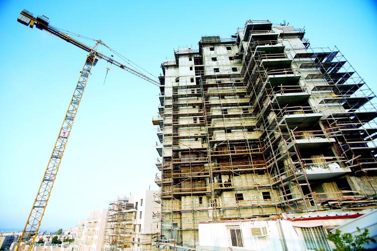 אתר בנייה (צילום: יונתן זינדל, פלאש 90)