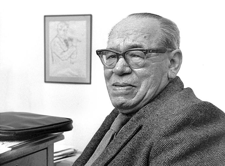 """יהושע ברטונוב. צלם : פריץ כהן, לע""""מ"""