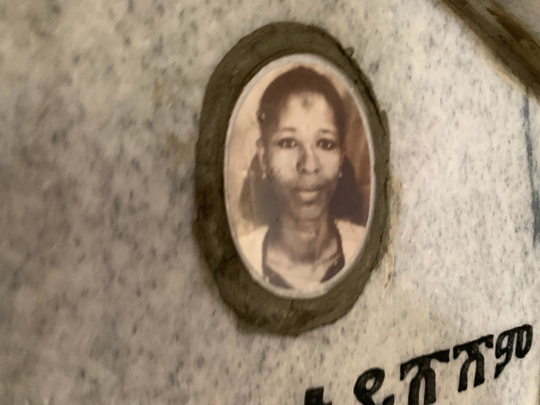"""קבר אמה של טיטי איינאו. צילום: דוברות זק""""א"""