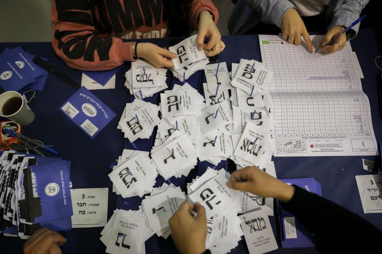 """""""מצאנו בקלפי שלי בסכנין מעטפות שלא אני חתמתי עליהן"""". צילום: נועם רבקין פנטון, פלאש 90"""