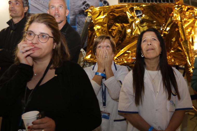 """אכזבה לאחר ניסיון הנחיתה הכושל של החללית """"בראשית"""" על הירח. צילום: אלוני מור"""