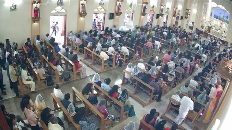 תיעוד רגע הפיגוע בכנסייה בסרי לנקה. צילום: רויטרס