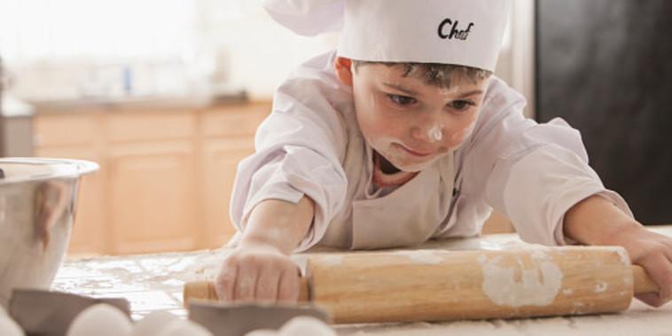 ילדים מבשלים (צילום: Jose Luis Pelaez Inc, gettyimages)