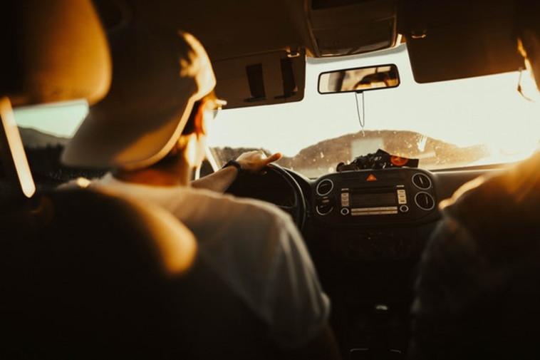 השכרת רכב תחסוך מכם התרוצצות בדרכים באמצעות תחבורה ציבורית. צילום: PEXELS