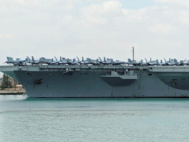 נושאת מטוסים אמריקאית בדרכה למפרץ הפרסי. צילום: רויטרס