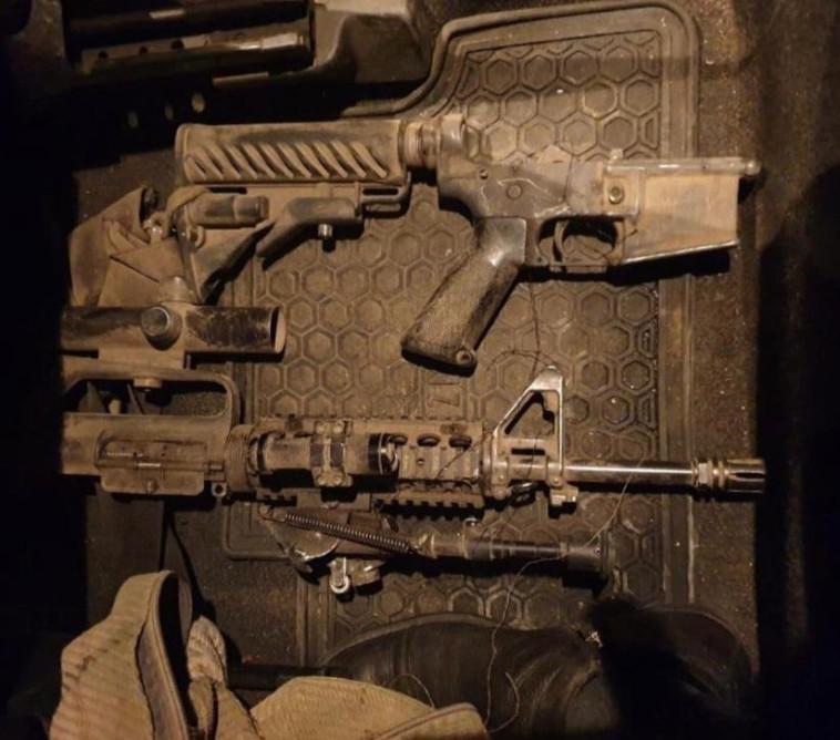 """הנשק עימו בוצעו הפיגועים. צילום: תקשורת שב""""כ"""