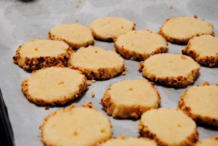 עוגיות פריכות מצופות בוטנים. צילום: פסקל פרץ רובין