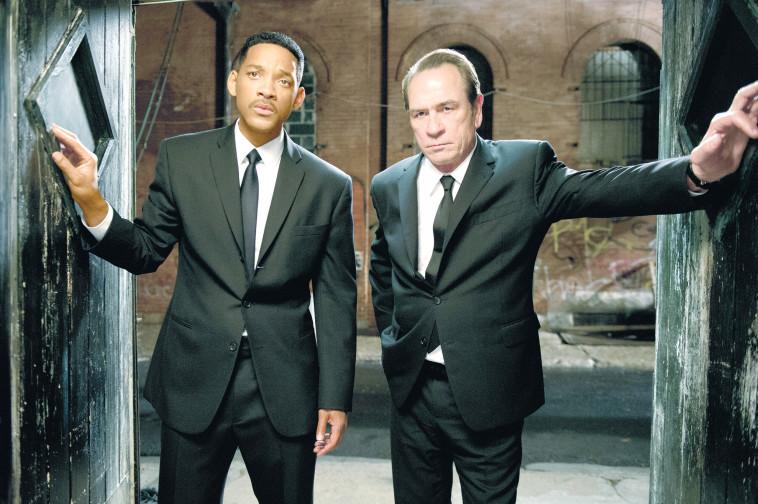 """ויל סמית, טומי לי ג'ונס, """"גברים בשחור"""" . יס"""