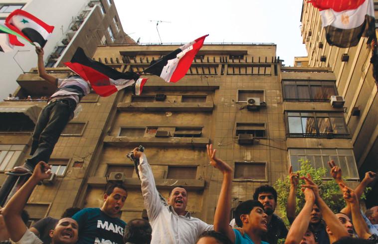 מהומות בשגרירות ישראל בקהיר (צילום: רויטרס)
