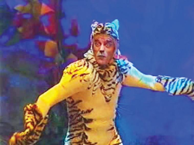 אלי דנקר בתפקיד הנמר שירחאן. צילום מסך