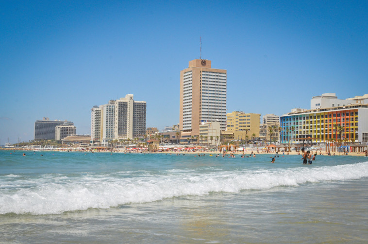 מלונות על חוף תל אביב (צילום: מאט הכטר, פלאש 90)
