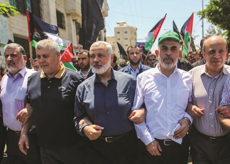 מנהיגי חמאס בתהלוכה בעזה. צילום: חסן ג'די, פלאש 90